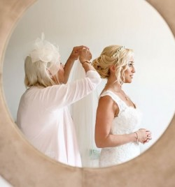Mother of the Bride , also had her hair and make up done with us , just in time to put the veil on her dughter , moments like this captured by Eva Kruiper /Ana Lui .
